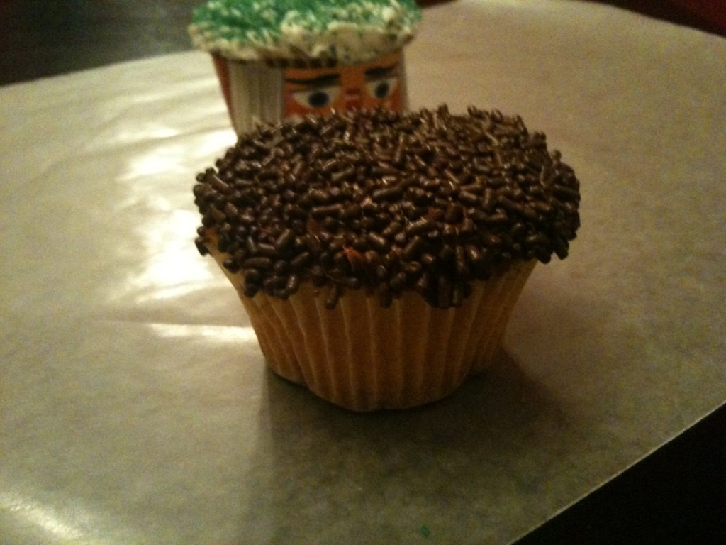 Simplified Saving Christmas Day 12: Roundabout Cupcake Sleeves