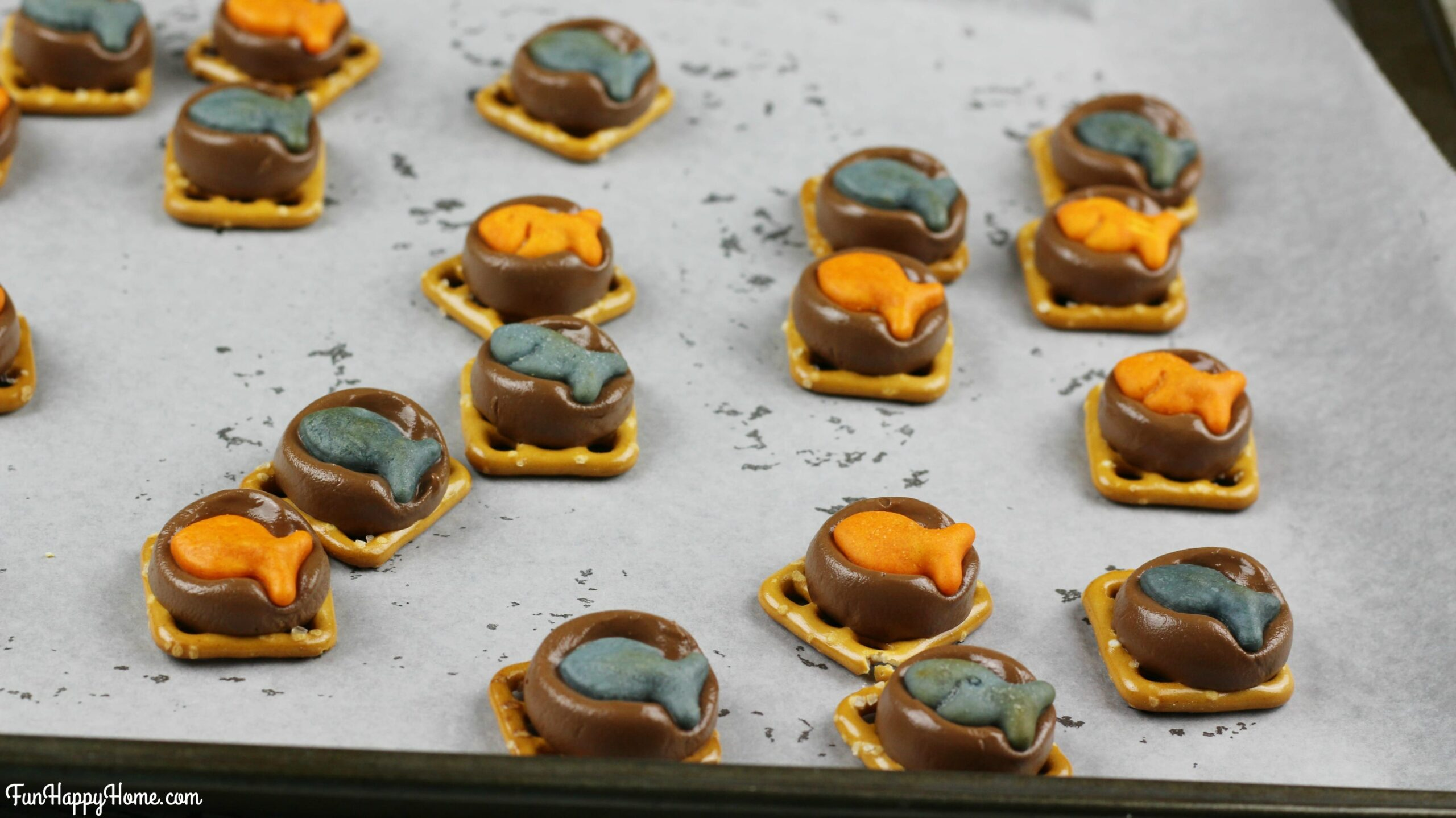 Finding Dory Pretzel Treatsl Add Fish to the Top of the Rolos