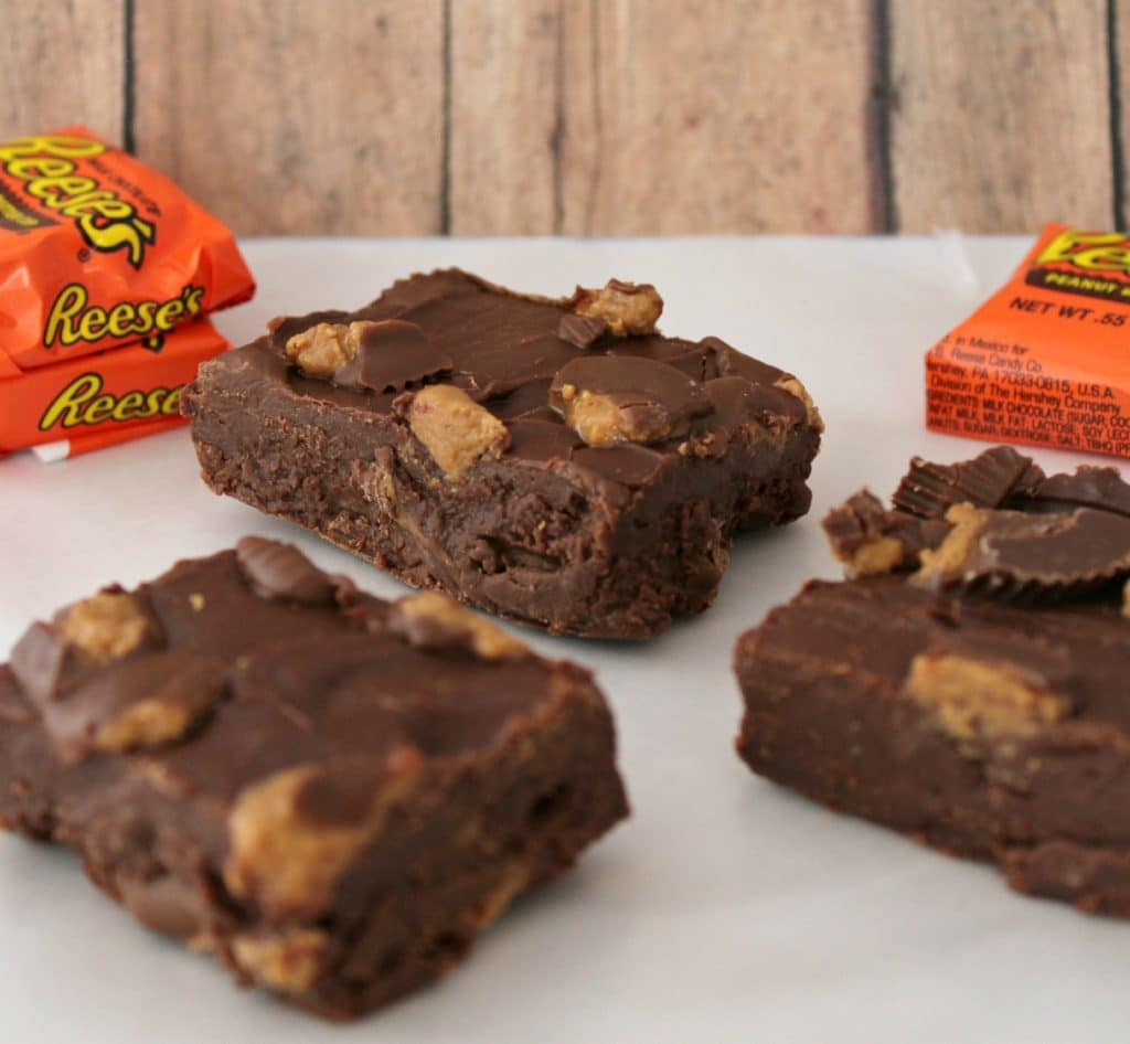 no bake reese's fudge bar recipe is an easy to make fudge recipe that tastes delicious